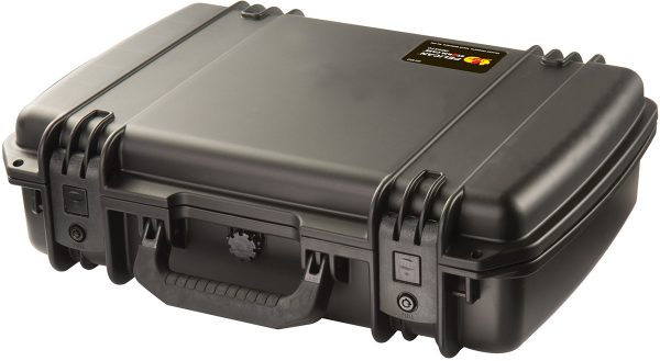 iM2370 pelican-laptop-hard-shell-waterproof-case closed